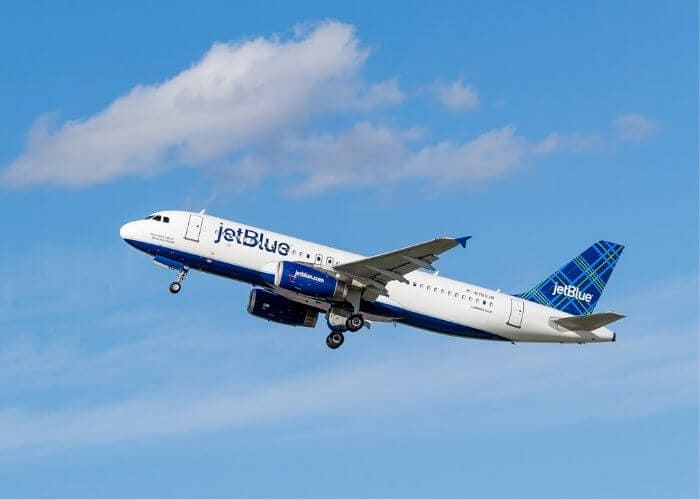 jetblue airplane flying