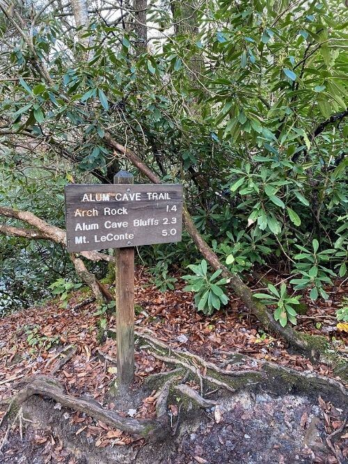alum cave trailhead sign